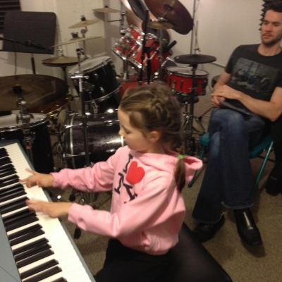 6-year-old Bella is rocking out on the piano